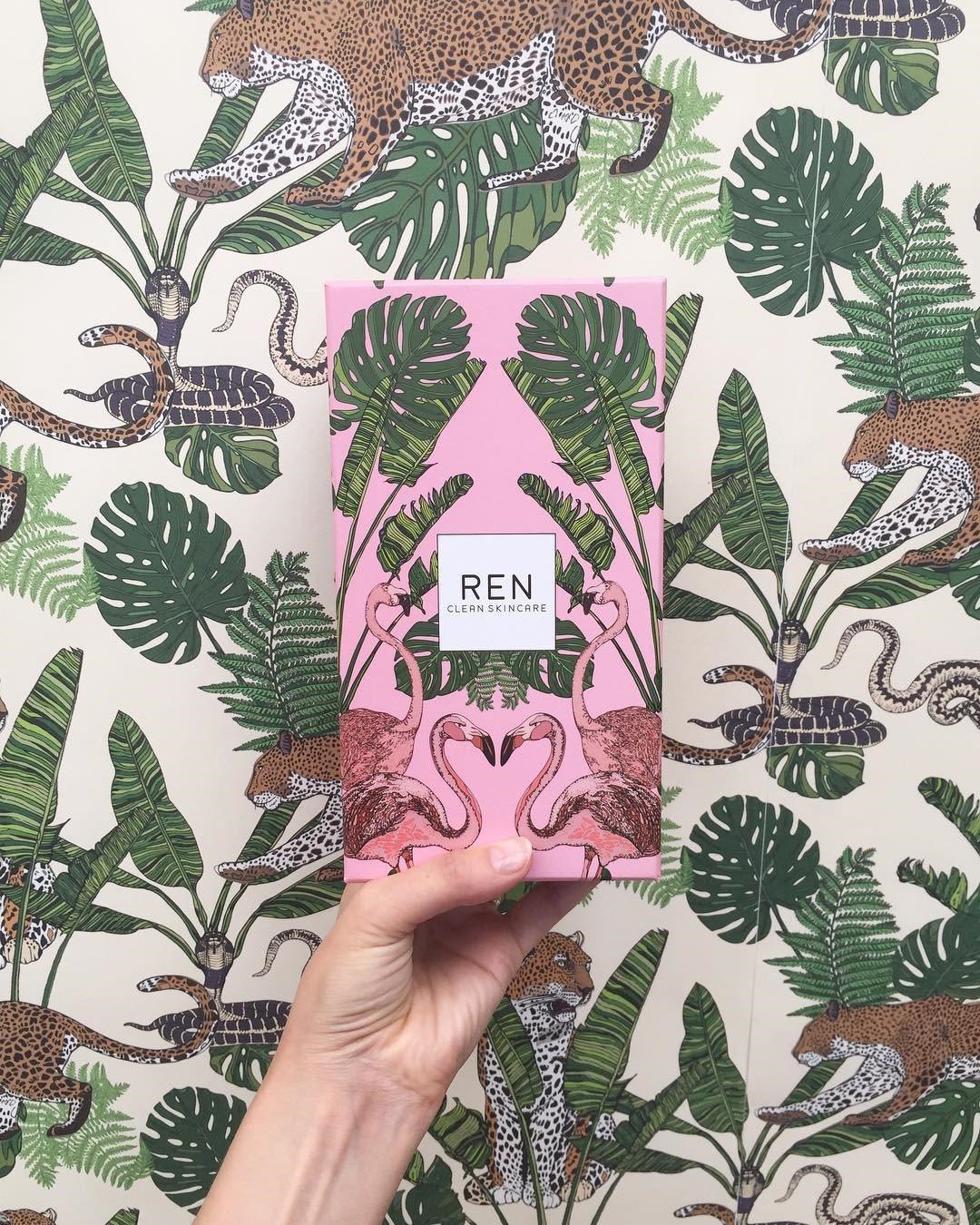 REN耶誕摩洛哥玫瑰身體呵護組,售價1,850元。圖/10/10 HOPE提供