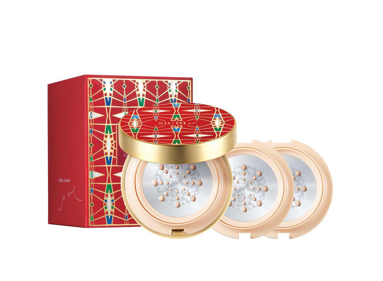 su:m37°空氣感光漾金屬氣墊粉餅(耶誕典藏版),15gx3售價1,680元。...