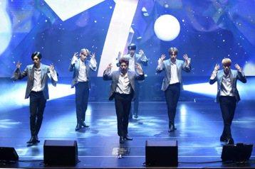 韓國新人男團JBJ搭上「PRODUCE 101」節目熱潮,雖然沒能獲選為WANNA ONE,仍舊擁有大批粉絲支持。他們23日在台北國際會議中心舉辦首場粉絲見面會,吸引1800人捧場,難以想像僅僅出道...