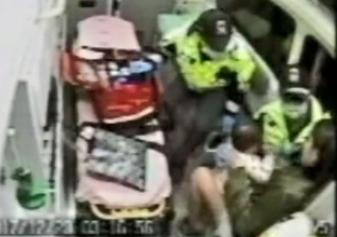 10個月大的男嬰有墜落受傷,雙手紅腫送醫。 圖/台中市消防局提供