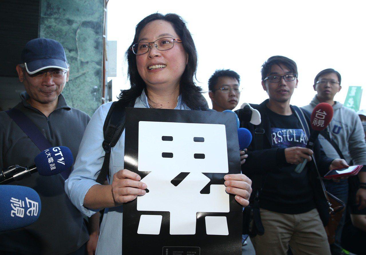 北市勞動局長賴香伶昨天上街挺勞團,她說:做該做的事、說該說的話。 記者林俊良/攝...