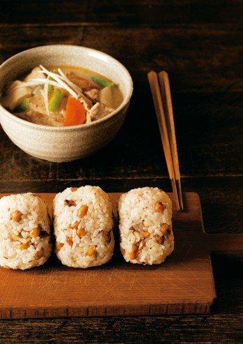 炒大豆與核桃飯糰