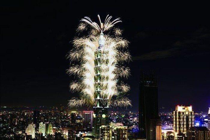 2017台北101跨年煙火。 (圖/ Shutterstock提供)