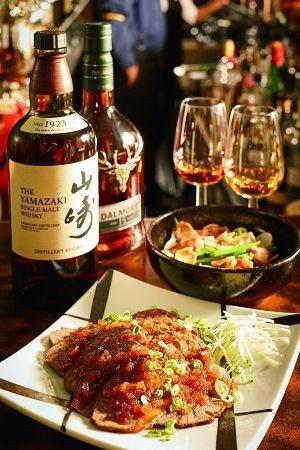 喜愛威士忌的人士可至後院一嘗美酒與美食。(攝影/梁忠賢)