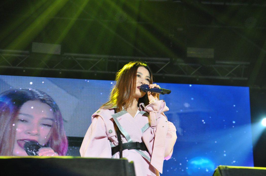 壓軸登場的歌手是田馥甄,她9月初在高雄開完個唱後,一陣子未在大型演出中露面,一連...