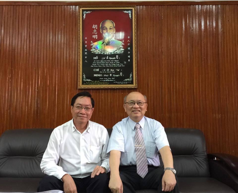 陳耀昌與胡志明市衛生局長阮登明合影。圖/取自陳耀昌臉書