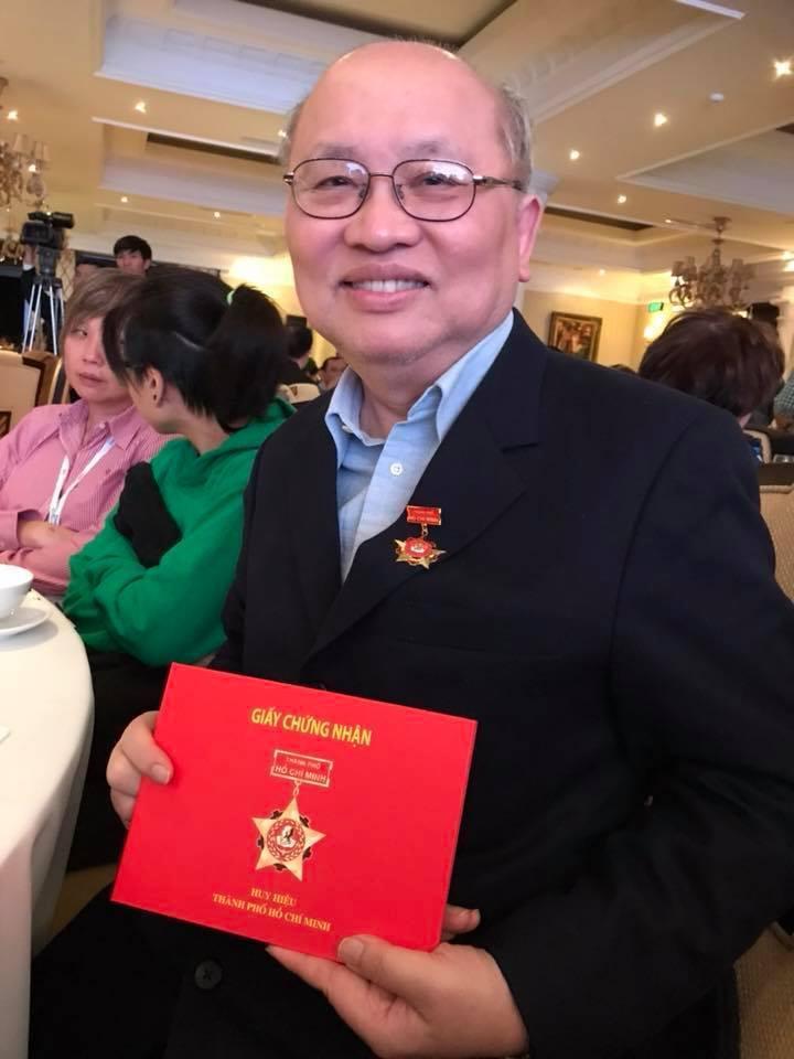 國內血液疾病專家陳耀昌獲得越南頒發勳章,表揚他對越南的貢獻。圖/取自陳耀昌臉書