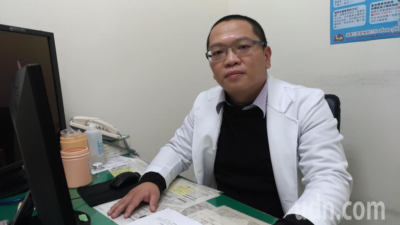 國軍台中總醫院腎臟內科醫師張立建指出,罹有慢性腎臟病患者看病時應主動提醒醫師自己...