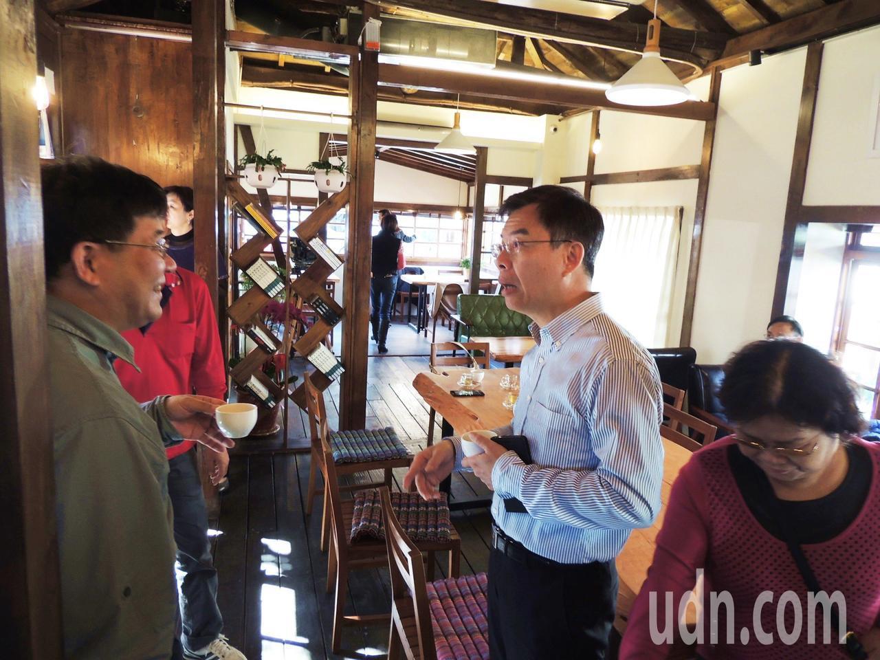 電影導演黃朝亮創建「太麻里文創咖啡」台灣本店昨在台東市開幕,現場賀客盈門。記者羅...