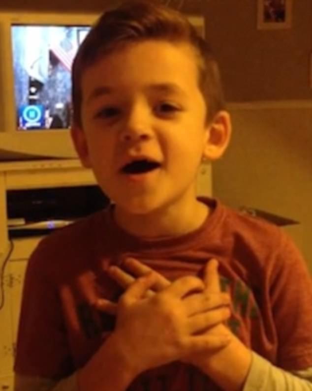 柯特尼母親表示,長期有社交障礙的兒子,終於因為歌唱天賦感到被眾人接納。(截自特普...