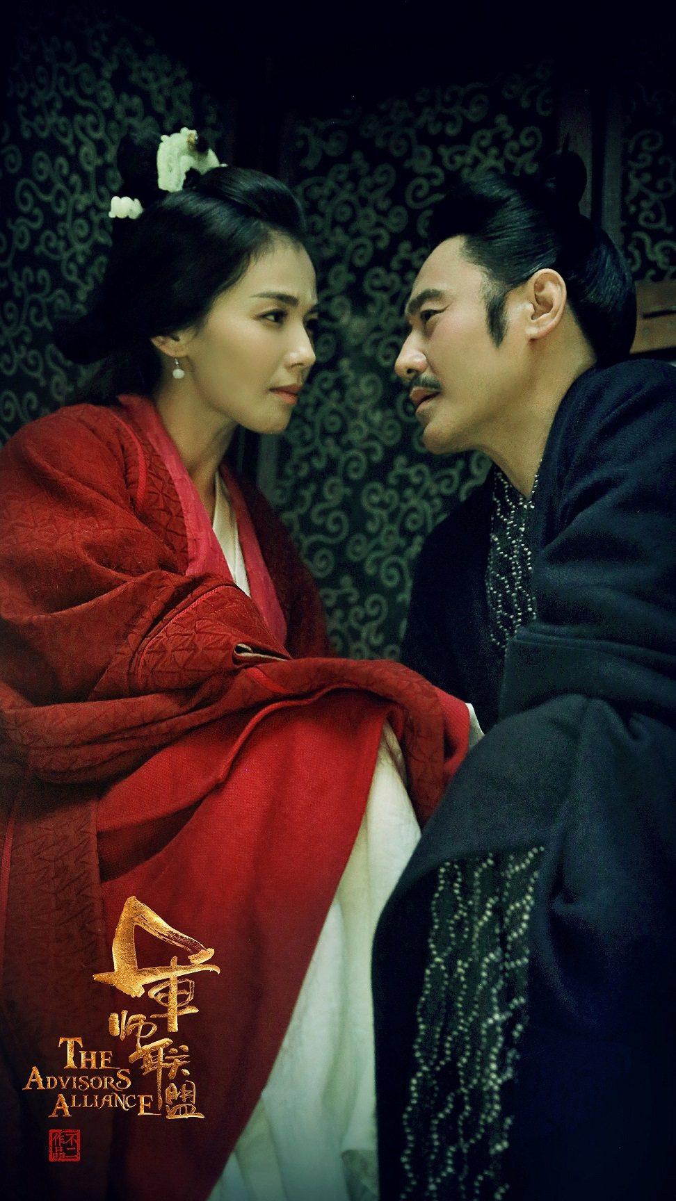 吳秀波(右)與劉濤劇中飾演恩愛夫妻。圖/中視提供