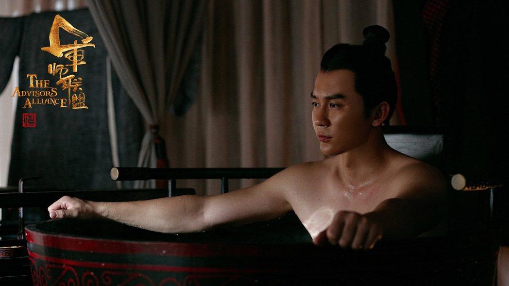 李晨上演沐浴戲展現肌肉。圖/中視提供