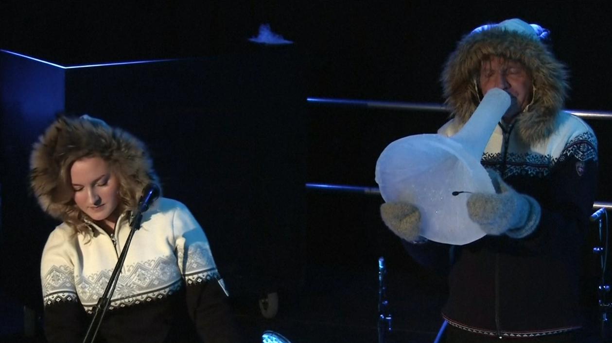 英國倫敦皇家節日廳,近期舉行了一場獨樹一格的音樂會,所有的樂器都是用冰所製成。挪...