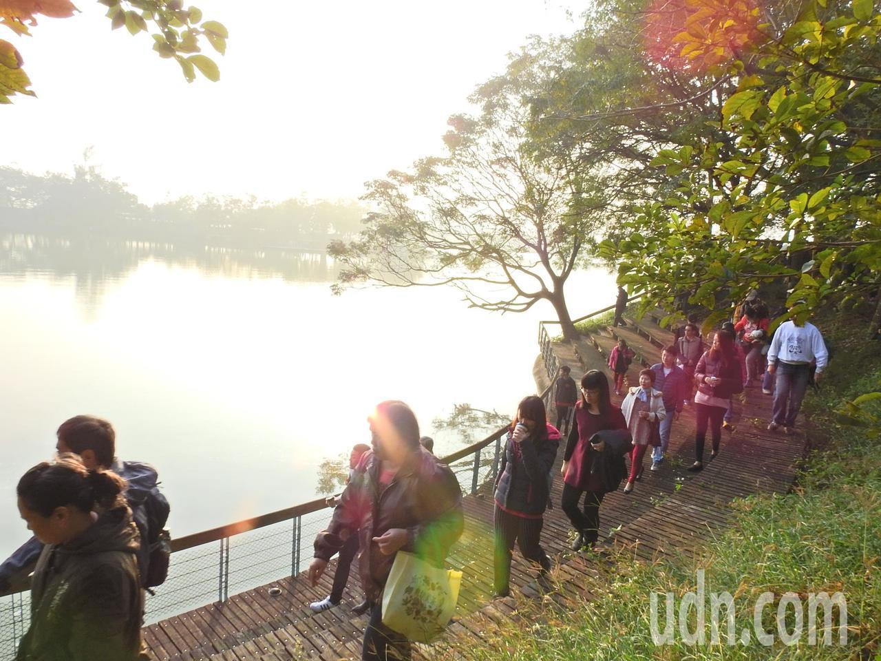 虎頭埤很適合清晨運動。記者吳淑玲/攝影