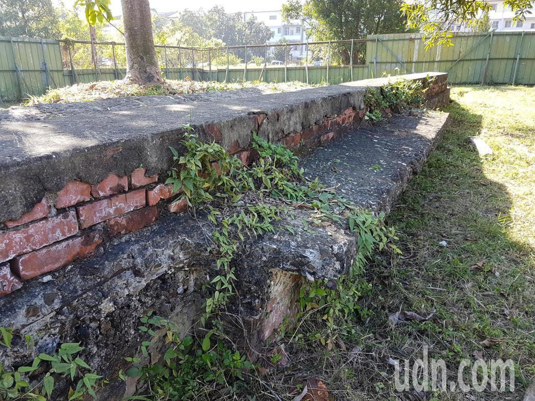 被列為台南市市定遺址的北區日軍射擊場,遺址的南側最近又被挖出部分靶溝。記者修瑞瑩...