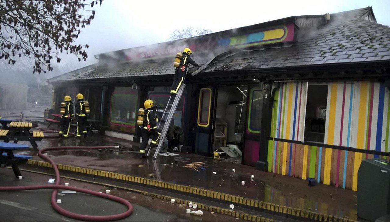 倫敦動物園23號失火,造成5隻動物死亡,多名員工嗆傷。美聯社