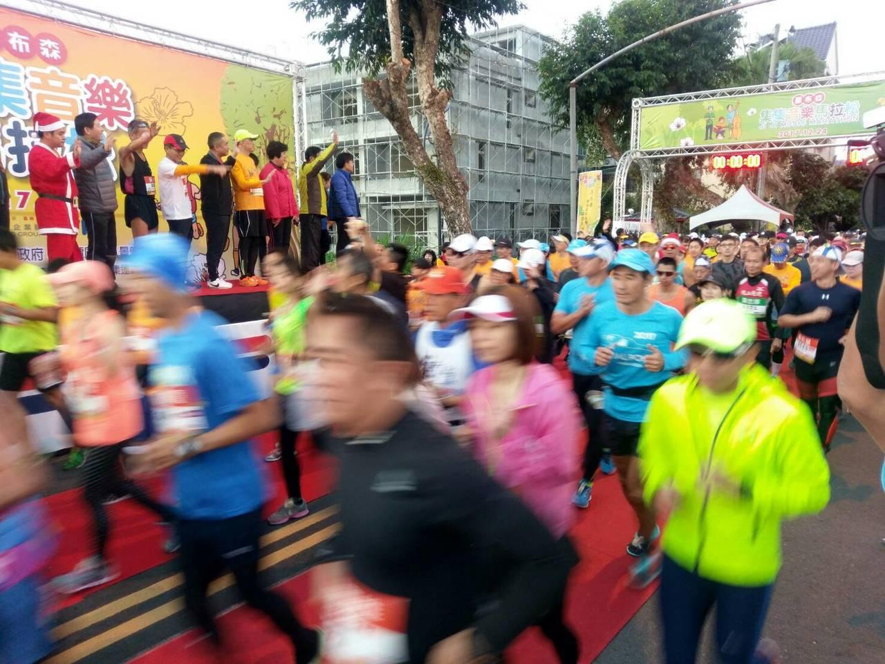 羅布森音樂馬拉松今天在集集鎮開跑,共有2千多人參加。圖/縣府提供