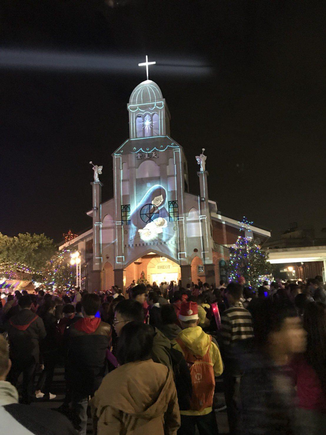 彰化縣埔心鄉公所今晚在羅厝天主教堂舉辦光雕秀耶誕活動,讓大家過一個最有氣氛的耶誕...