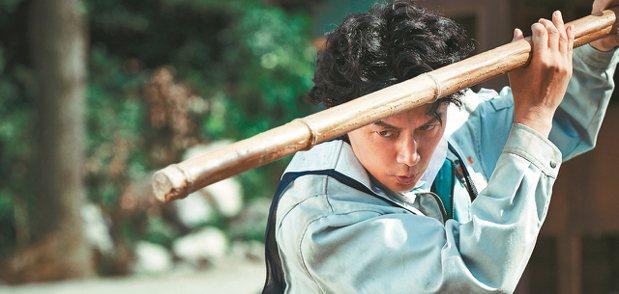 吳宇森有獨特的暴力美學風格,圖為日星福山雅治。 圖/陳立凱攝影、華映提供