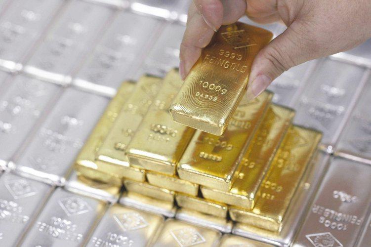法人表示,美元中長期前景不容樂觀,相對來看有利金價表現。 圖/路透