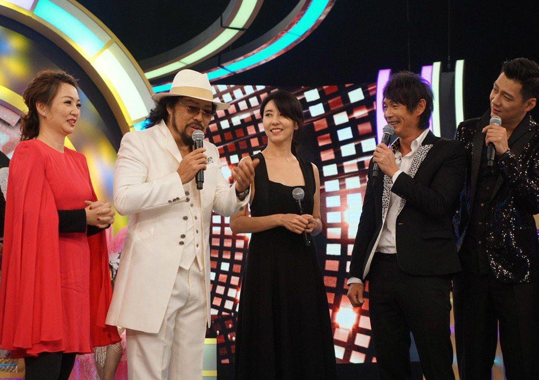 睽違7年,綜藝天王張菲(左2)今年底以「綜藝菲常讚」的節目名稱回歸綜藝戰場,25