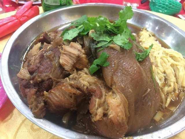 台菜二世祖在臉書發起「鄉民宴」,此為筍乾滷蹄膀。取自PTT