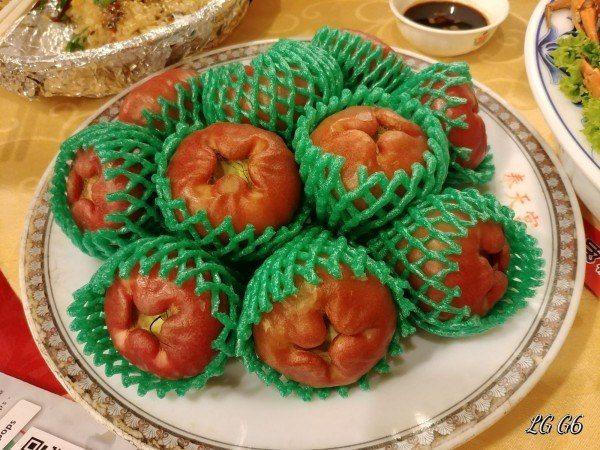 台菜二世祖在臉書發起「鄉民宴」,此為時令水果盤。取自PTT