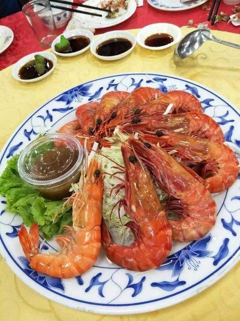 台菜二世祖在臉書發起「鄉民宴」,此為原味大草蝦。取自PTT