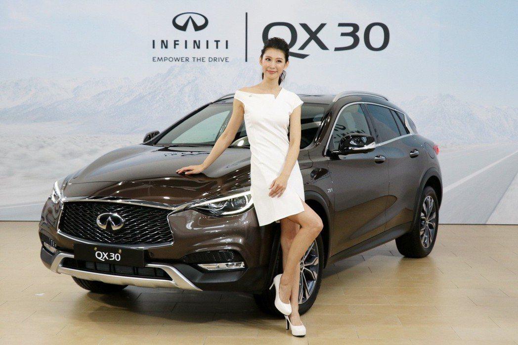 小型豪華休旅QX30,將於12月30日起,以預售價168萬元起正式展開預售。 記...