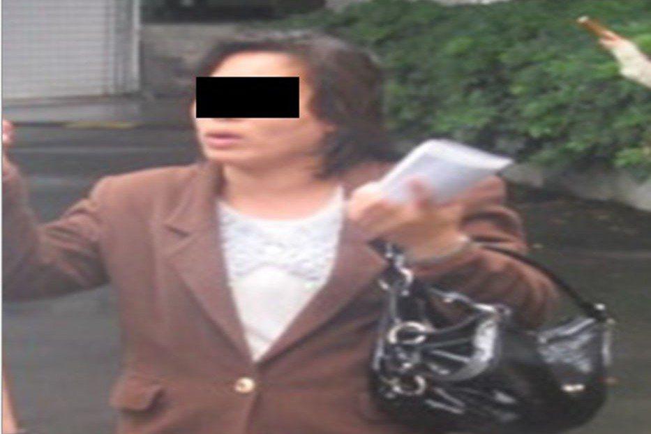 2014年5月,有名婦人攔下國防部公務車,從國防部門口進入營區,一路直搗部長辦公...