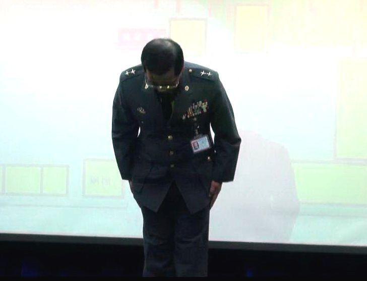 2011年12月22日,金門營區遭襲,9名官兵輕重傷,時任陸軍副司令的黃奕炳向全...