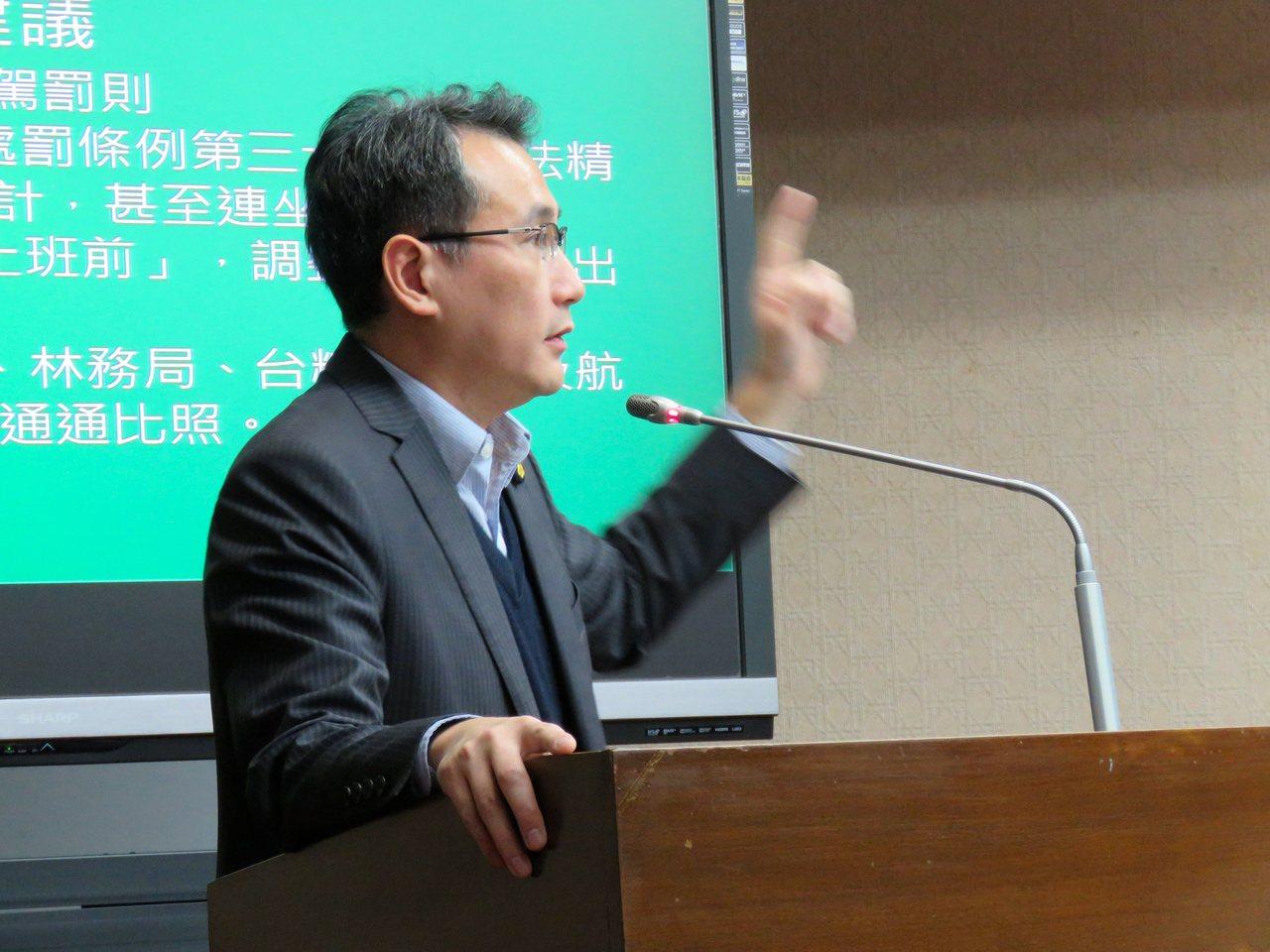 立法委員鄭運鵬建議列車酒駕也該有最高9萬元的行政罰。記者雷光涵/攝影