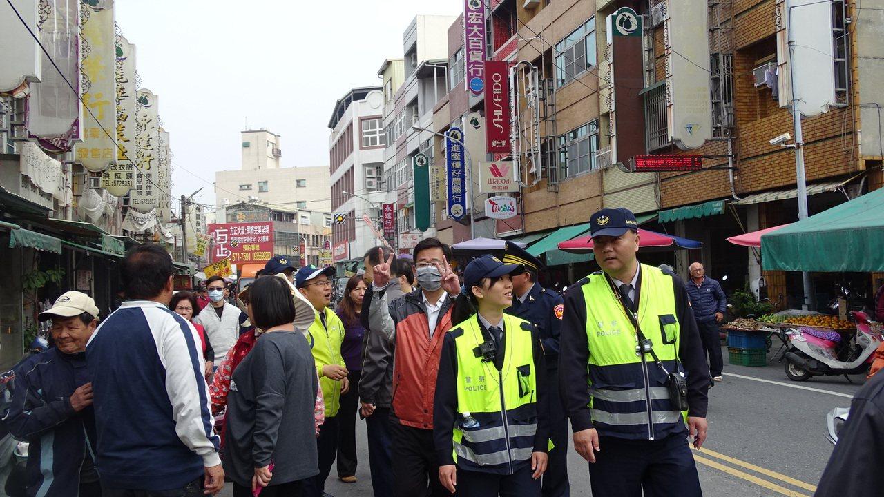 警方派員在場戒護,防止滋事。記者謝進盛/攝影