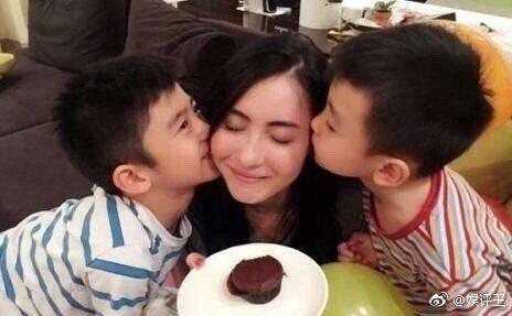 張柏芝與兩個兒子感情極好。圖/摘自娛評王微博