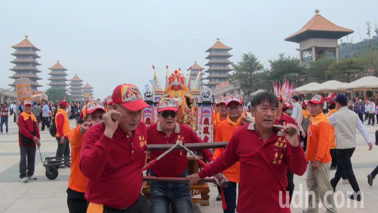 全台七百宮廟,二千多尊神尊一同參加世界神明聯誼會。記者王昭月/攝影