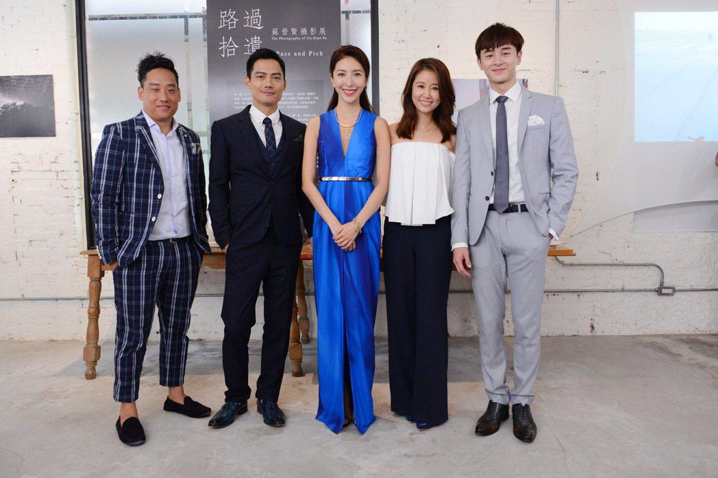 楊謹華(中)客串演出林心如(右二)製作的戲劇「我的男孩」。圖/八大提供