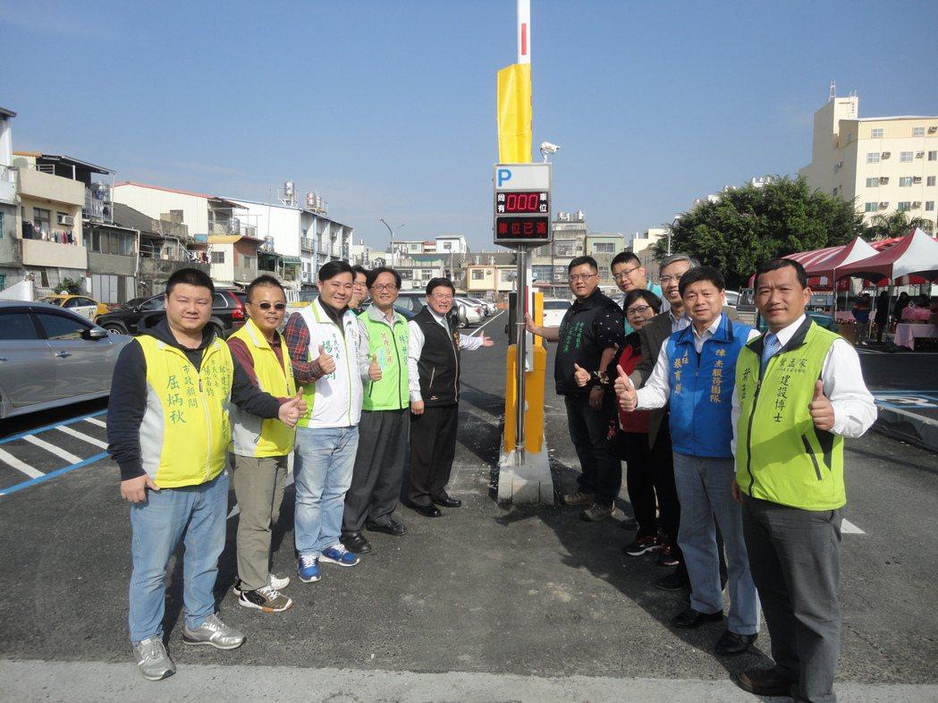 彰化市三民市場北側的萬安停車場今天啟用。記者簡慧珍/攝影