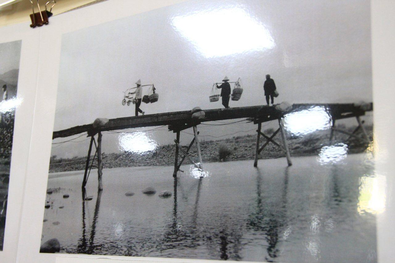 更早之前的竹林大橋,是用竹子搭建而成的。記者郭政芬/攝影