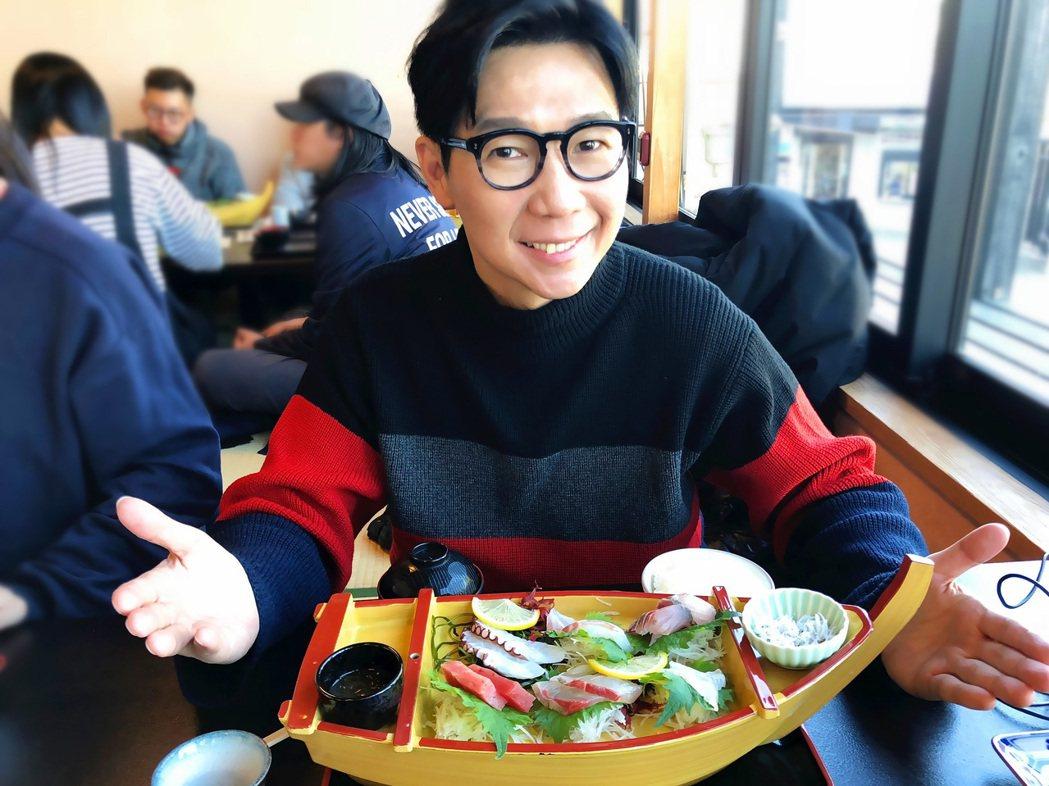 品冠在東京享用河豚鍋。圖/海蝶音樂提供
