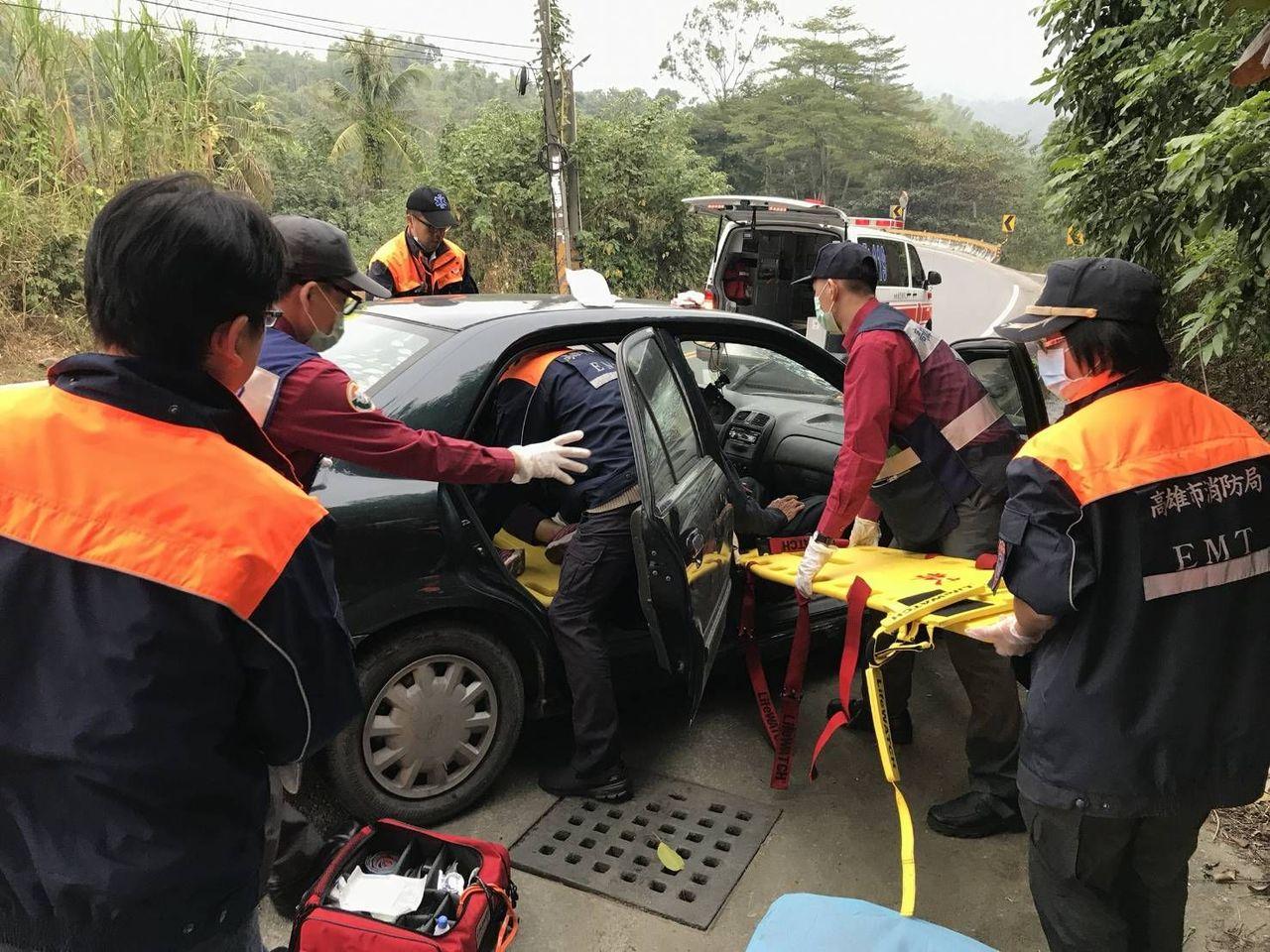林家親友3人共乘一車,車上兩人傷勢嚴重。記者徐白櫻/翻攝