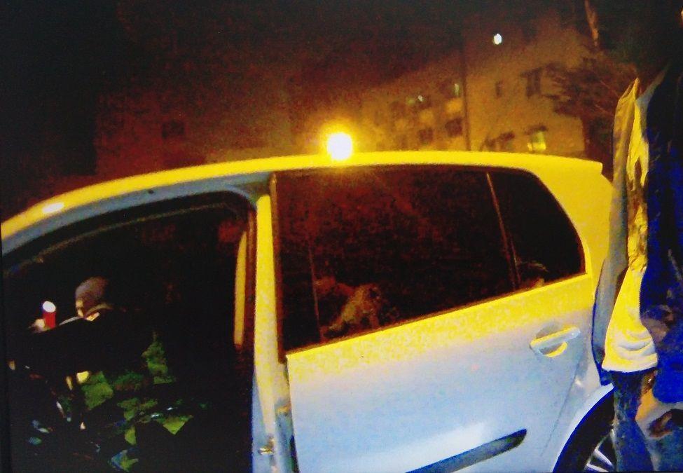 陳姓男子載友到派出所探望吸毒被捕友人,在派出所外拉K被查獲。記者周宗禎/翻攝