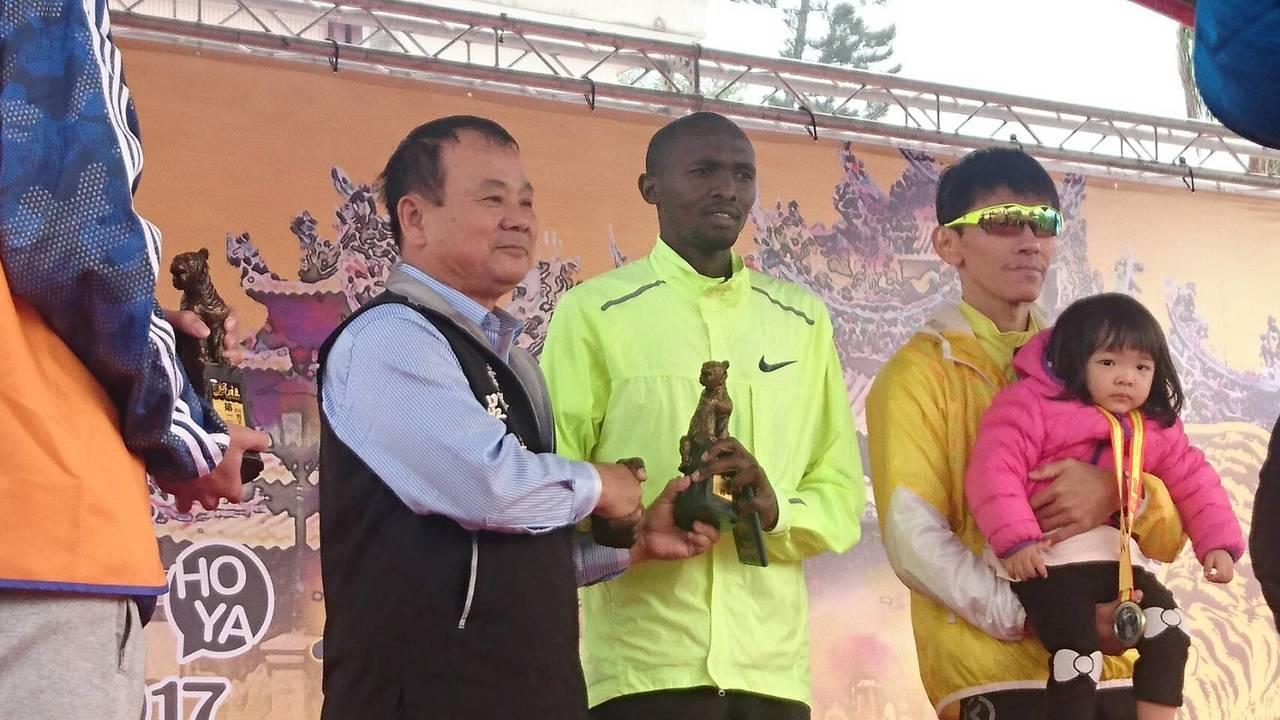 來自肯亞的選手也得獎。記者蔡維斌/翻攝