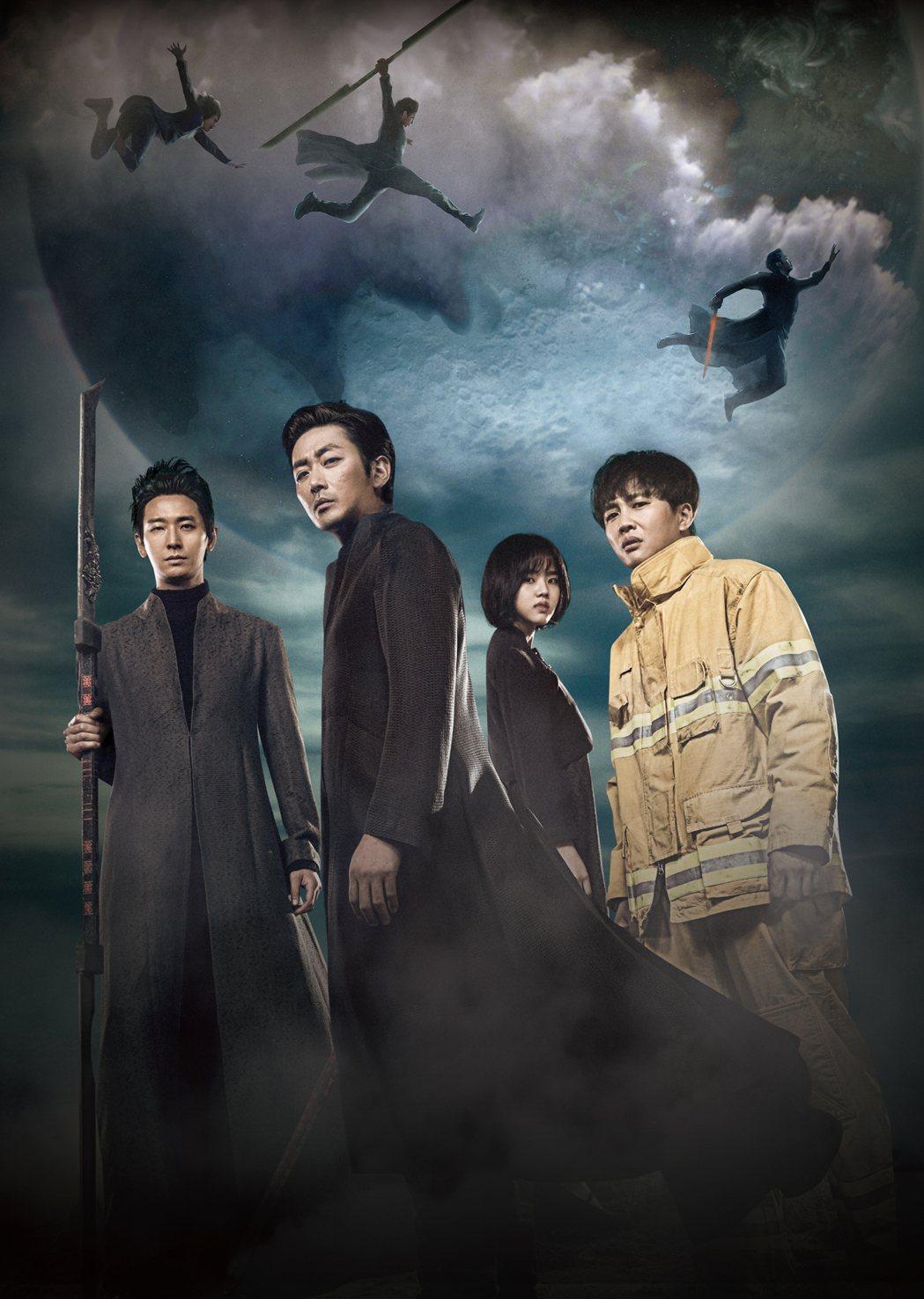 朱智勳(左起)、河正宇、金香起以及車太鉉主演的「與神同行」,在台灣創下多項賣座票...