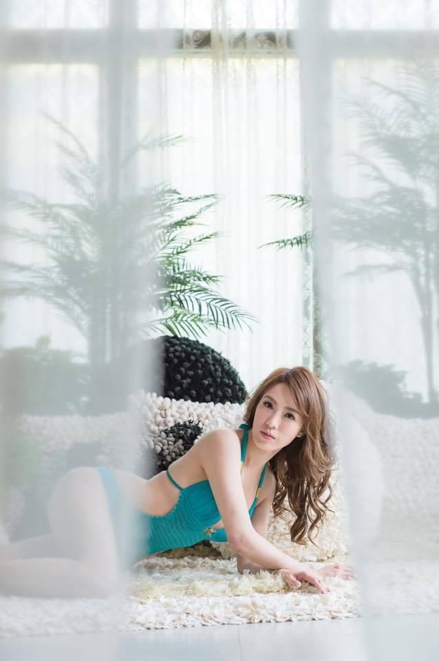 黃瑄po出比基尼辣照,為目前懷孕18週的自己加油打氣。圖/摘自臉書
