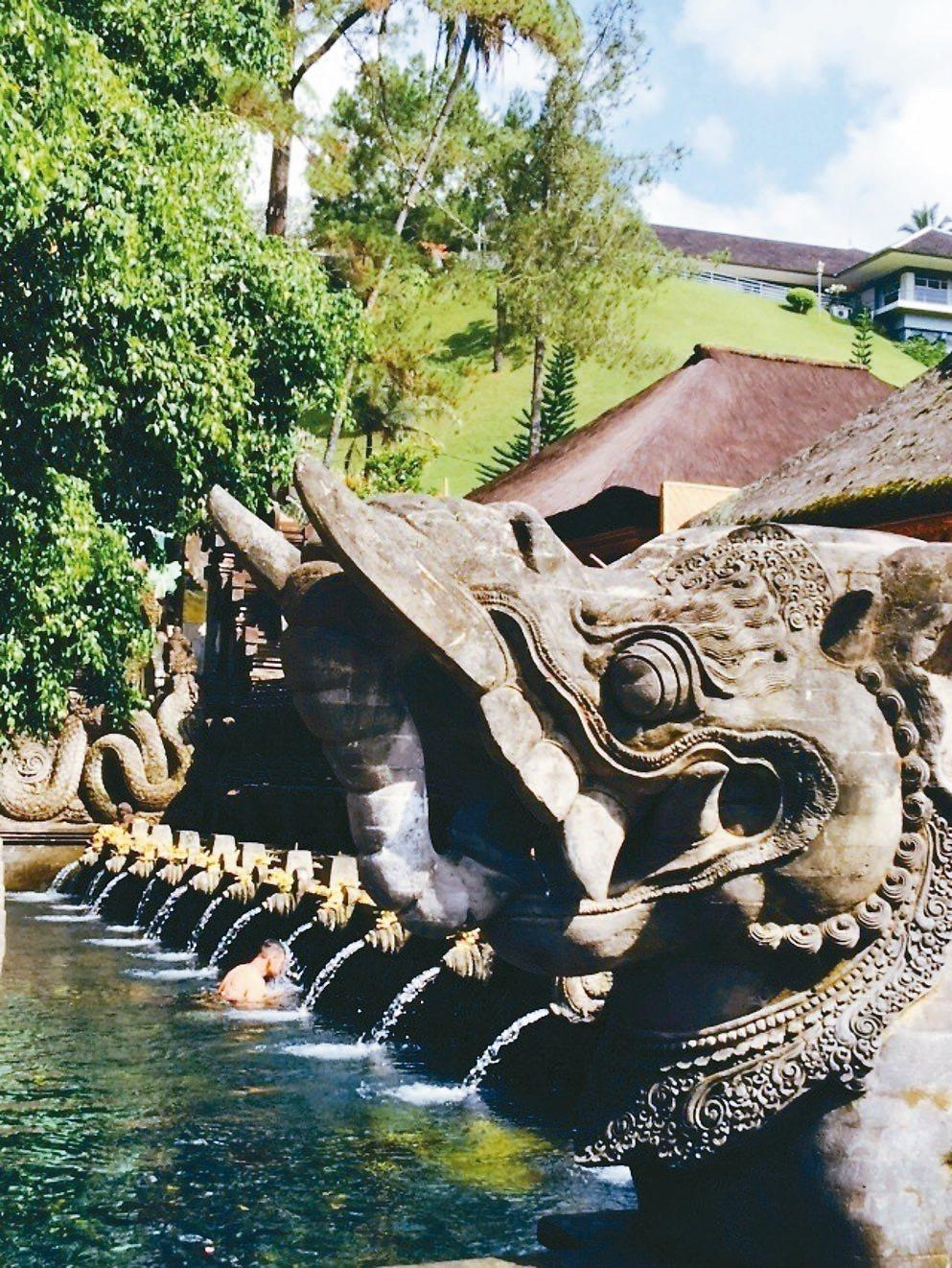 有千年歷史的聖泉寺是峇里島上最重要的寺廟之一。 記者錢欽青/攝影