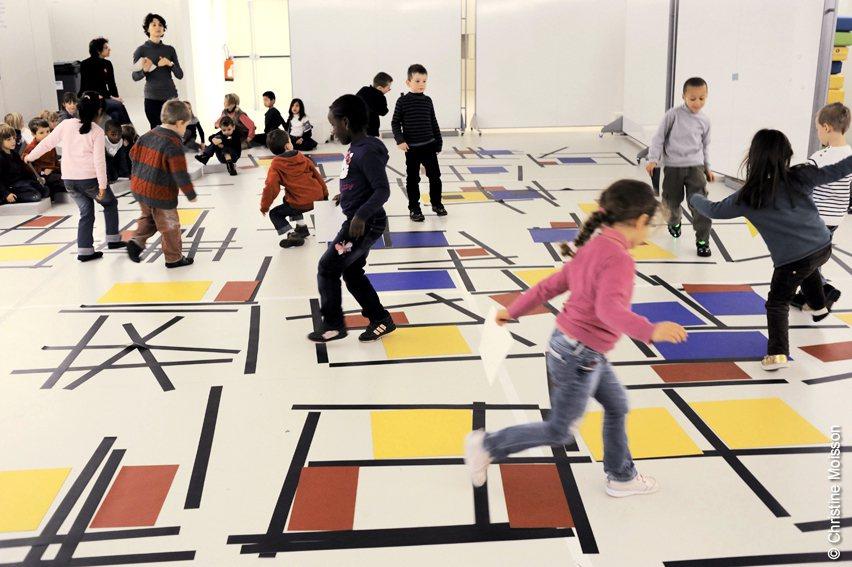 巴黎龐畢度中心兒童藝術工作坊「跳舞方塊」。 聯合數位文創/提供