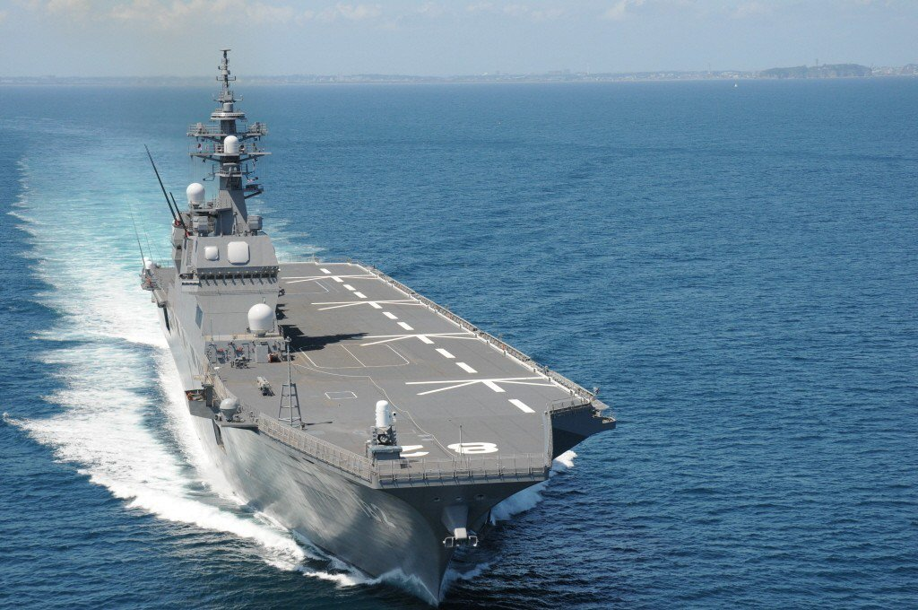 日本政府考慮將海上自衛隊最大噸位的「出雲號」護衛艦改造為可供戰鬥機起降的航空母艦...