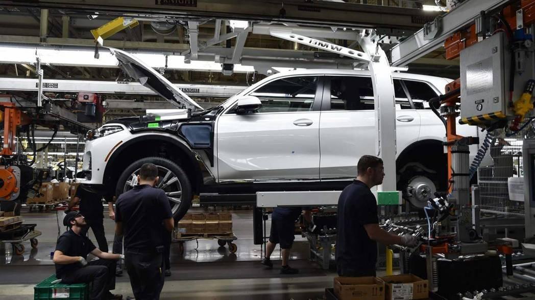位在生產線上的BMW X7。 摘自BMW