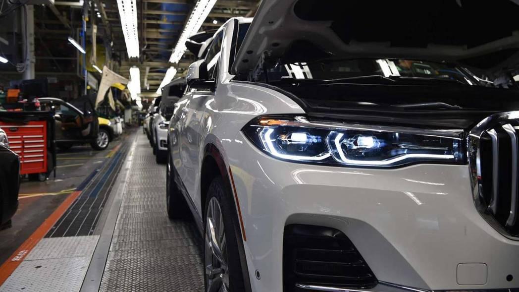 第一部BMW X7準量產車在日前已下線。 摘自BMW