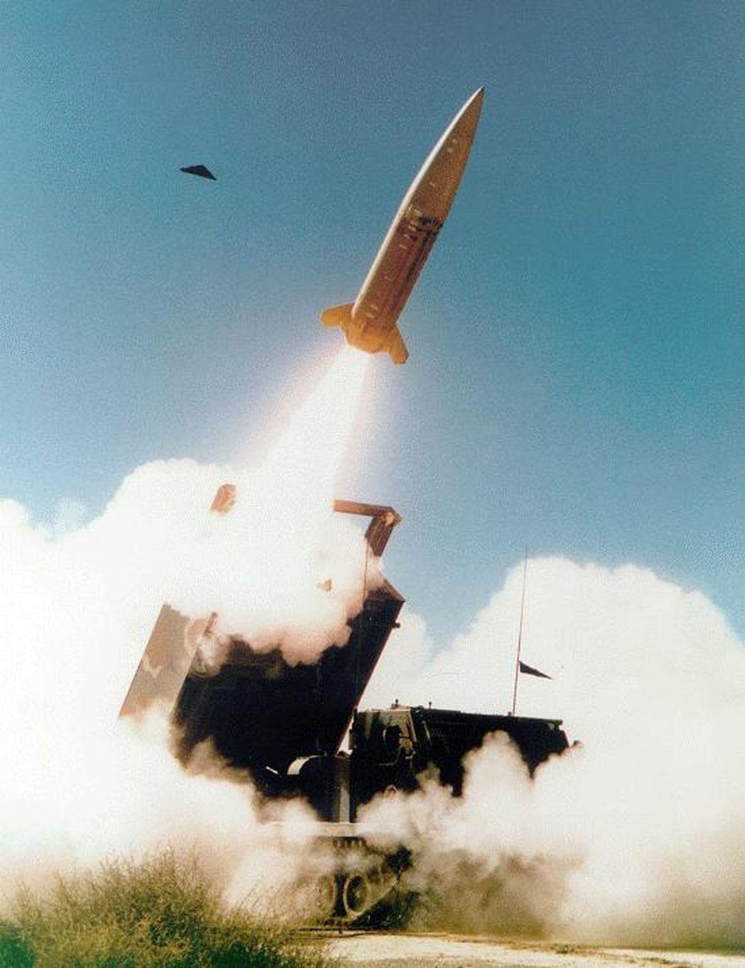 國軍高層希望陸軍建構比照美軍ATACMS陸基戰術導彈系統,以遠距打擊執行跨區支援...